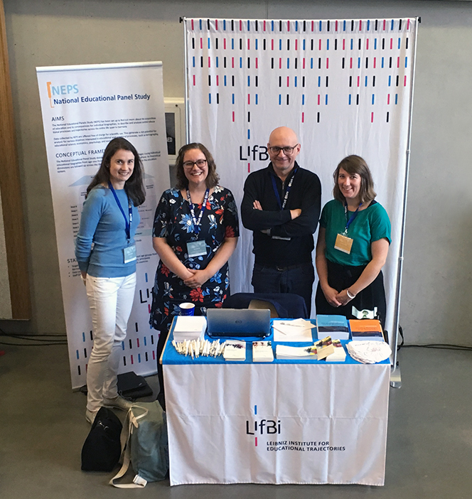 Dr. Sina Fackler, Dr. Ilka Wolter, Kathrin Thums, and Dr. Götz Lechner at the LIfBi information booth.