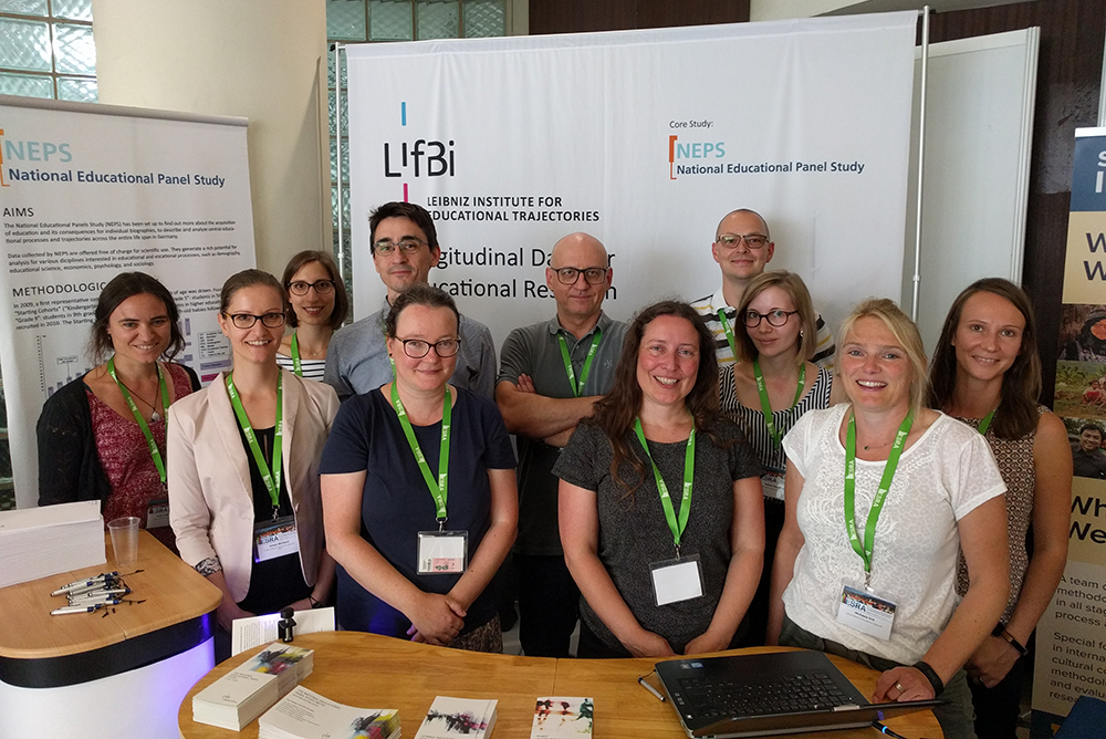 The LIfBi team at ESRA 2019 (from left to right): Carina Schönmoser, Dr. Ariane Würbach, Katharina Stark, Dr. Christoph Homuth, Dr. Uta Landrock, Dr. Götz Lechner, Dr. Gisela Will, Daniel Bela, Nadine Bachbauer, Dr. Michaela Sixt, Dr. Gundula Zoch | Photo: Ulrich Krieger