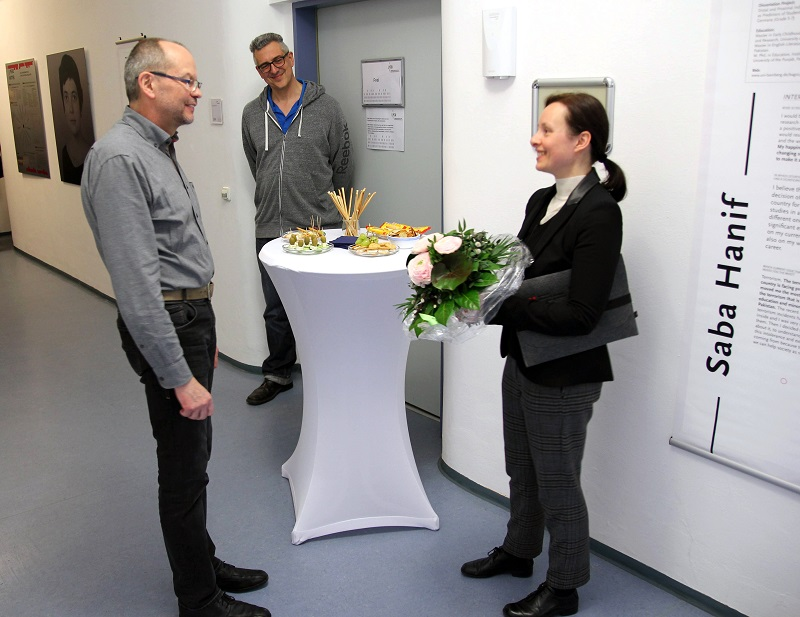 Prof. Dr. Hans-Günther Roßbach, Director of the LIfBi, (left) opened the exhibition together with the initiator Katrin Bernsdorff. Also featured in the picture: Dr. Robert Polgar, Executive Director of Administration at the LIfBi.
