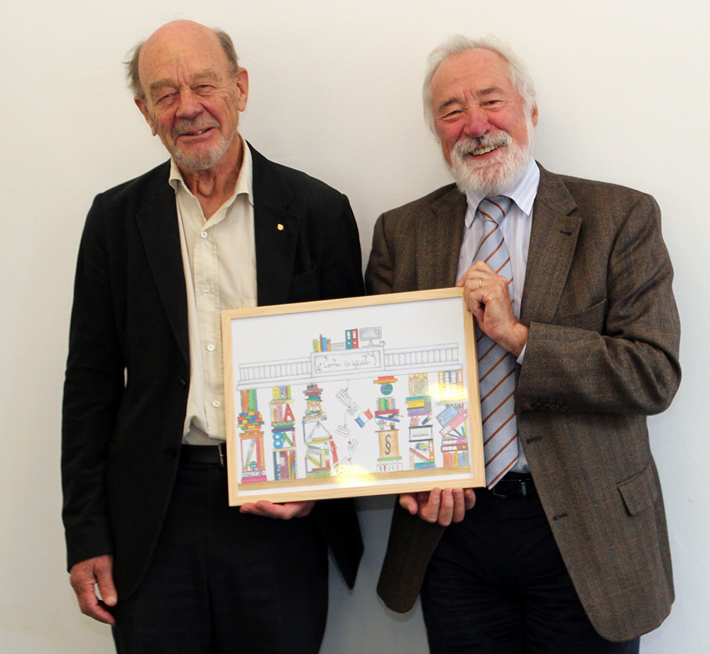 The outgoing Board members Professor Robert Erikson (left) and Professor Walter Müller (right) received a picture from the NEPS Drawing Contest 2015 as a thank-you for their long-standing commitment of scientifically monitoring the NEPS and LIfBi.