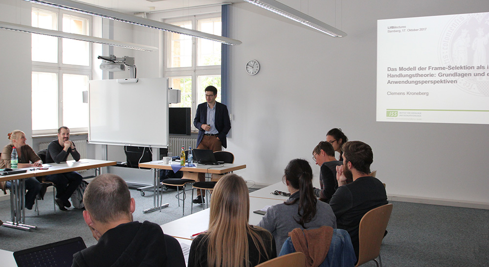 Prof. Dr. Clemens Kroneberg, University of Cologne, during his guest lecture at the Leibniz Institute for Educational Trajectories (LIfBi)