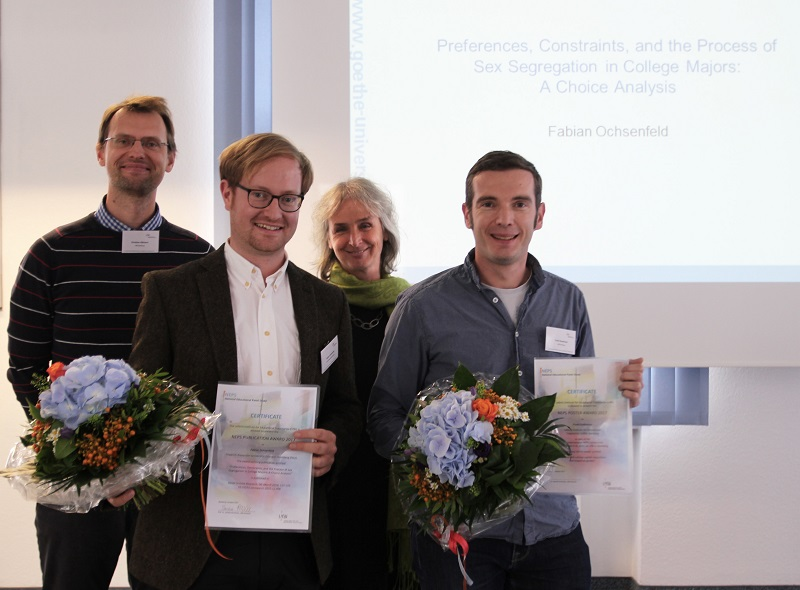 The award winners Dr. Fabian Ochsenfeld (2nd from left) and Frank Goßmann together with Prof. Dr. Cordula Artelt (Head of Department 1, LIfBi) and Dr. Christian Aßmann (Head of Department 3, LIfBi)